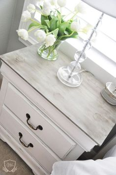 Nightstand Chalk Paint Tutorial 2019 I can imagine my bedroom set like this. The post Nightstand Chalk Paint Tutorial 2019 appeared first on Furniture ideas. Refurbished Furniture, Repurposed Furniture, Shabby Chic Furniture, Distressed Bedroom Furniture, White Washed Furniture, White Painted Furniture, Rustic Furniture, White Distressed Dresser, Vintage Furniture