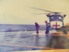 """Pilotos del helicóptero Británico en la cubierta de vuelo del """"BAHIA PARAISO"""""""