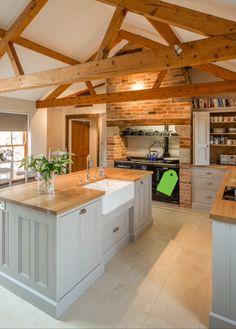 Luxury Kitchen Farmhouse Kitchens Awesome Farm Style Kitchen renovation ideas for your kitchen are Kitchen Ikea, New Kitchen, Kitchen Black, Vintage Kitchen, Kitchen Cabinets, Barn Kitchen, Kitchen Sink, White Cabinets, Awesome Kitchen