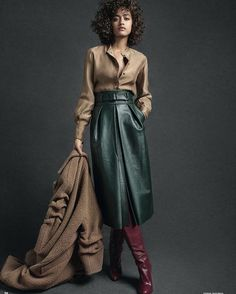 Martin Grant . Simple and elegant.  #fashion #fashiondesigner #ensemble #green #longskirt #leatherskirt #longleatherskirt #elegant #burgandy #boots #simple #easytowear #casualchic #martingrant #martingrantofficial