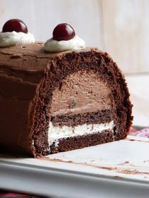 Black Forest Log for Christmas - Chic, chic, chocolate …: Log of the black forest for Christmas - Xmas Food, Christmas Desserts, Christmas Baking, Köstliche Desserts, Chocolate Desserts, Delicious Desserts, Chocolate Log, Baking Chocolate, Sweet Recipes
