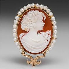Shell Cameo Brooch Pin Pendant w/ Pearl Halo in 14K Gold /999