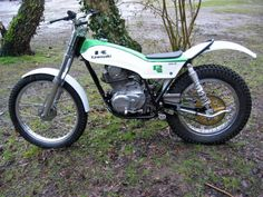 Click this image to show the full-size version. Kawasaki 250, Vintage Motorcycles, Cars And Motorcycles, Trail Motorcycle, Motos Trial, Yamaha 250, Trial Bike, Motocross Bikes, Dirt Bikes