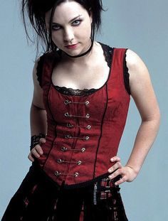 Amy Lee amazing looks and her voice aint losing to it.