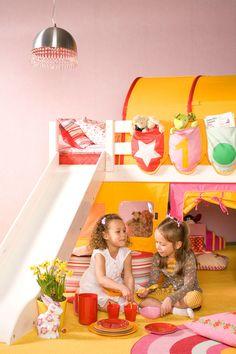 Kinderen spelen graag in hun kamer. Gezellig met vriendinnen een theekransje houden. Ook al valt er wel eens een kopje thee of limonade om. Geen nood! Tapijt is tegenwoordig zeer makkelijk schoon te maken met lauwwarm water. #Edel