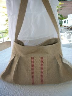 I really like this burlap bag!