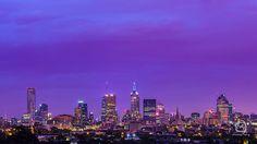 nalblog.com nalブログ。写真と旅と言葉たち 春色の夕空 日本とオーストラリアの違い ちょっと休んで 明日への活力 心にふわっと 今日の優空 「メルボルンの夜明け」 写真:©2013 Yuko Yamada. All Rights Reserved. 撮影地:オーストラリア ビクトリア州 メルボルン 使用カメラ:デジタル一眼レフカメラ Canon EOS Kiss X4 使用レンズ:EF 50mm f/1.8 II 焦点距離:50mm 露出設定:30秒 f/8.0 ISO 100 三脚使用:マンフロット三脚  晴天が続いた後の夕空の色が好きです。どこまでも透き通っていて、特にこの季節は色が柔らかいので優しくてふんわりとしたパステルカラーの夕空を見ると心が穏やかになります。夏は夏で鮮やかで力強い色になり秋にはまた穏やかな色合いになるのですが、空の色にも四季があるのってすごいなと思います。日本の四季、日本の色、ここにしかないものに気付いたのはオーストラリアに住んでからでした。オーストラリアにも四季はありますが、日本のように穏やかに変化するというよりは劇的...