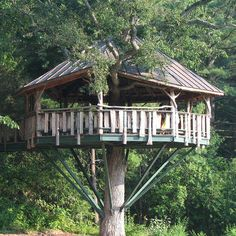 Treehouse in Lake Burlington, Vermont, with the view of Lake Champlain