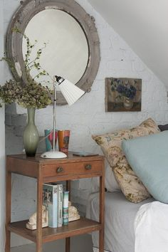 Rustic Bedroom Design Ideas With Mini Lighting Above Bedside Table Decor And Wall Round Mirror Bedside Table Styling, Bedside Table Decor, Bedside Tables, Rustic Bedroom Design, Bedroom Decor, Ideal Home, Ikea, Table Decorations, Interior Design