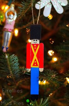 Stick Toy Soldier Ornament Popsicle Stick Toy Soldier Ornament- a very simple homemade Christmas ornament for kids to make! Christmas Ornaments To Make, Christmas Crafts For Kids, Homemade Christmas, Holiday Crafts, Christmas Holidays, Christmas Decorations, Green Christmas, Kids Ornament, Christmas Ideas