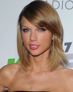 Taylor Swift's Holiday Gifts Bring Fans to Tears: Video - Us Weekly Taylor Swift Hair, Celebrity News, Girl Hairstyles, Holiday Gifts, Pop Culture, Hair Makeup, Bring It On, Hollywood, Long Live