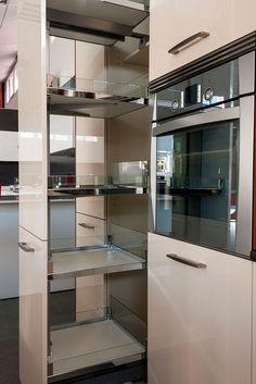 Los muebles extraíbles ayudan a aprovechar mejor el espacio http://cocinasenlinea.com