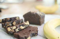 Eine leckere Verwertung für überreife Bananen: Ein saftiges, aromatisches Schoko Bananenbrot - und das ganz ohne Zucker, Weizen oder Fett.
