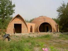 kopuła murowana (27) Cob House Plans, Gazebo, Outdoor Structures, Cabin, House Styles, Studio, Image, Building Ideas, Home Decor