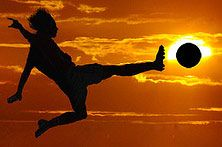 In action photography, shutter speed is one of the most important elements. In this article we will talk about action photography and a different action photography techniques. Action Photography, Sunset Photography, Digital Photography, Soccer Photography, Perspective Photography, Learn Photography, Photography School, Soccer Pictures, Cool Pictures