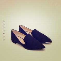 Zara flat shoes Vary Cute and simple.. I'm selling them because they are big for me. I normally wear size 7.5-8 depending on the shoe.  These are size 8 ( 39) and they are too big for me..almost feels like an 8.5 Zara Shoes Flats & Loafers