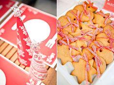 Βαπτιση κοριτσιου τα χριστουγεννα - ιδεες διακοσμησης Christmas Favors, Christmas Cookies, Christmas Time, Party Favors, Favours, Christening, Gingerbread Cookies, Xmas Cookies, Gingerbread Cupcakes