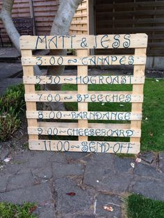 Rustic wedding order of the day on wooden pallet #vintage #wedding #rustic #sign #timetable