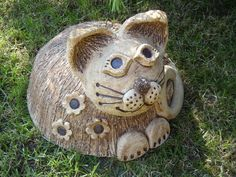 Míca velká vítací Keramická kočka ze šamotové hlíny, patina oxidem. Vhodná jako dekorace ke vchodovým dveřím, ale i do zahrady , nebo k Vám domů. Průměr těla 26 cm, výška 19 cm.
