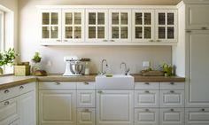 Nostalgische keukens - Dik houten werkblad met porseleinen spoelbak