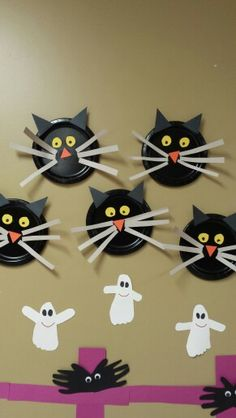 Black paper plate cats