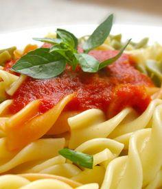 La dieta ideale Le porzioni giuste Si può mangiare la pasta tutti i giorni? E quante volte a settimana carne, uova, pesce e legumi? I consig...