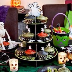 We have a great range for your Halloween event, we offer lots of food accesories such as brain moulds and a selection of other accessories, including cupcake stands, cookie cutters, cake boxes and so much more to complete the party! Halloween Baking, Halloween 2013, Halloween Goodies, Halloween Items, Halloween Party Decor, Scary Halloween, Halloween Treats, Diy Party, Happy Halloween