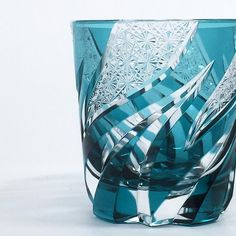 haku硝子 ロックグラス HOMURA 焔 / 緑 - 日本工芸堂 Earthenware, Pottery Art, Sculpture Art, Craftsman, Glass Art, Modern Design, Perfume Bottles, Japan, Ceramics