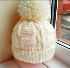 Auger And Pompom Decorated Beanie Recipe. Baby Hat Knitting Pattern, Baby Hat Patterns, Baby Hats Knitting, Knitting Stitches, Knitting Designs, Knitting Patterns Free, Knit Patterns, Free Knitting, Knitting Socks