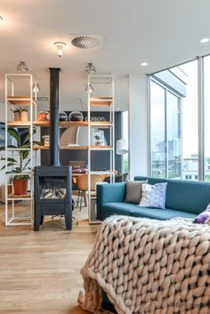 Concept hotel stay cosy fireplace livingroom Amsterdam Zoku ©BintiHome