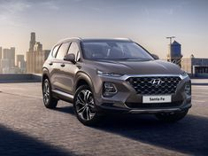 Update Hyundai has officially revealed images of the new Santa Fe with new details about the upcoming SUV. See bottom of article for details. The next-generation Hyundai Santa Fe has been l . Auto Hyundai, Hyundai Santa Fe Suv, Hyundai Cars, Nova Santa Fe, Cr V Honda, Carros Hyundai, Santa Fe Interiors, Family Suv, Large Suv