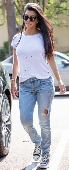 ❤️ Pinterest: DEBORAHPRAHA ❤️ kourtney kardashian wearing white t shirt and jeans | casual outfits