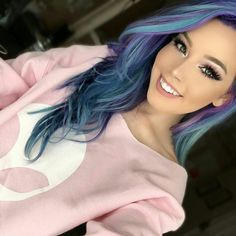 I absolutely love Hailie Barber's hair color