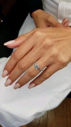 1 Carat Engagement Rings, Cute Engagement Rings, Halo Diamond Engagement Ring, 1 Carat Diamond Ring, Engagement Rings White Gold, Simple Elegant Engagement Rings, Most Beautiful Engagement Rings, Round Wedding Rings, Wedding Ring Set