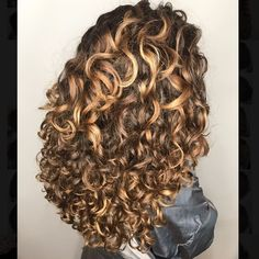 Curled Hairstyles, Pretty Hairstyles, Curly Hair Stylist, Sexy Curls, Colored Curly Hair, Crazy Hair, Cool Hair Color, Hair Highlights, Ombre Hair