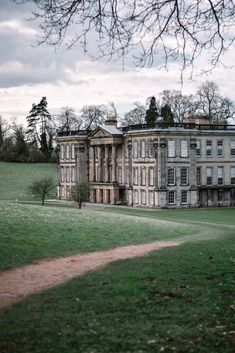 The National Trust is an incredible organisation caring for over 500 heritage properties in the UK. English Manor Houses, English Castles, English House, Old Mansions, Mansions For Sale, Mansions Homes, Mansion Interior, Mansion Bedroom, Modern Mansion