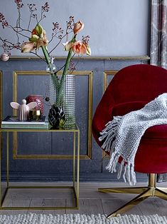 You will not find a piece of furniture, that complements Christmas better than the red velvet DAWN chair. Let it shine among the gorgeous deco of the season // //