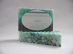 Mermaid, This is my absolute favorite! I had so much fun creating these bars. Mermaid is one of our more artistic bars featuring a base of a soft gray with a swirlreminiscent of an ocean wave. Featuresglitter throughout topped with a stunning mixture of micas set off with a soft White Gardenia scent with hints of Red Berries, Pear,Frangipani Flower, Patchouli, andBrown Sugar Accord.