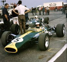 "hellformotors: "" Jim Clark at the 1967 British Grand Prix "" Lotus F1, Grand Prix, Courses F1, Classic Race Cars, Formula 1 Car, Old Race Cars, Classic Motors, Vintage Race Car, F1 Racing"