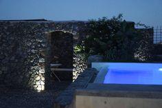 The volcanic pool area of Mansion Kyani, Santorini.