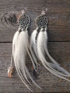 Dreamcatcher feathers earrings. Hippie boho bohemian gypsy style. For more follow www.pinterest.com/ninayay and stay positively #inspired