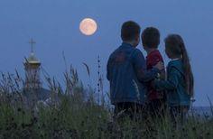 Riazán, Rusia - MAXIM SHEMETOV/REUTERS/Reuters...Ryazan, Russia Super Moon 9/27/2015