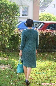 Кардиган, или платье. Скорее всего платье, с функцией кардигана.  До этого я купила нитки себе, но сначала решила сделать подруге подарок.
