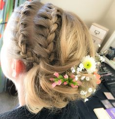 Braids and flowers for a Spring Wedding