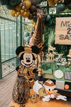 Mickey Mouse Birthday Theme, Safari Theme Birthday, Wild One Birthday Party, Baby Boy First Birthday, Mickey Party, 1st Birthday Parties, Safari Party Decorations, Minnie Mouse Party Decorations, Bolo Mickey Safari