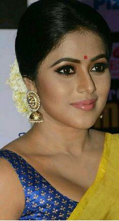 Hollywood Actress Name List, Hollywood Girls, Stylish Girl Images, Stylish Girl Pic, Bollywood Actress Hot Photos, Tamil Actress, Beautiful Lips, Beautiful Women, Oscar Fashion