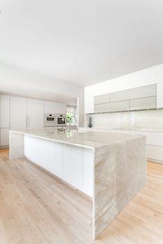 Quartzite Kitchen Island, Stone Kitchen Island, Stools For Kitchen Island, Quartzite Countertops, Kitchen Islands, Contemporary Kitchen Design, Interior Design Kitchen, Kitchen Designs, Kitchen Layout