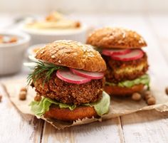 Hamburgers, Falafel Burgers, Ways To Eat Healthy, Vegan Meal Plans, Veggie Side Dishes, Canned Chickpeas, Grilled Vegetables, Delicious Vegan Recipes, Burger Recipes