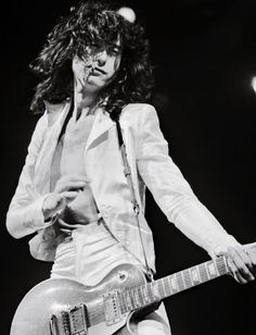 Jimmy Page on stage at Chicago Stadium, Jimmy Page, Jimmy Jimmy, Robert Plant, Led Zeppelin, Great Bands, Cool Bands, Hard Rock, John Paul Jones, Blues