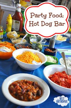 Best Birthdays: Easy Party Food: Hot Dog Bar Mac n cheese Party Food Hot Dogs, Easy Party Food, Bbq Party, Party Snacks, Dinners For Kids, Kids Meals, Hot Dog Bar, Birthday Dinners, Birthday Parties